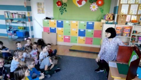 """""""Opowiedz mi swoją historię"""", """"Zgadnij kim jestem"""" – zajęcia dla dzieci, prowadzone przez logopedęz PCRE – Poradni Psychologiczno-Pedagogicznej"""